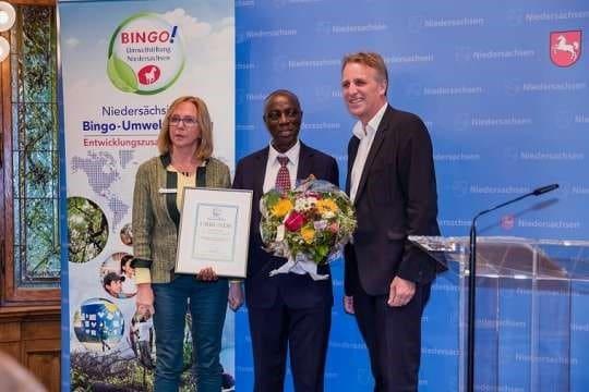 Dr Sam Essiamah receives award